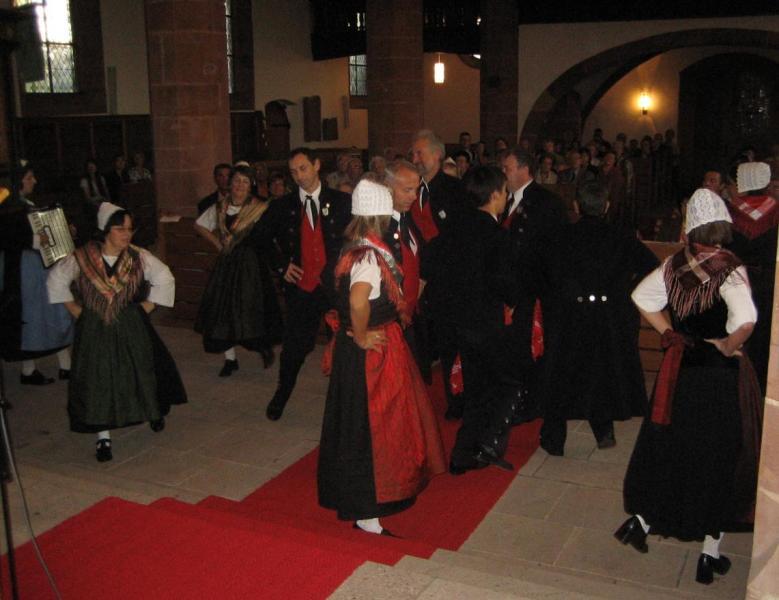 000-Tanz_in_der_Kirche